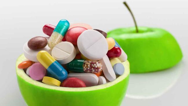 Uống vitamin viên tổng hợp chẳng khác nào vứt tiền qua cửa sổ, không hề lợi lộc gì cho sức khỏe đâu - Ảnh 2.