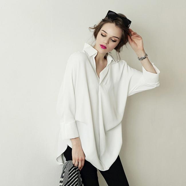 5 kiểu biến tấu giúp áo sơmi trắng chẳng còn vô vị và nhàm chán nữa - Ảnh 1.
