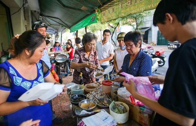 6 quán ăn bình dân chẳng cần quảng cáo nhưng lúc nào cũng tấp nập khách ở Sài Gòn - Ảnh 6.