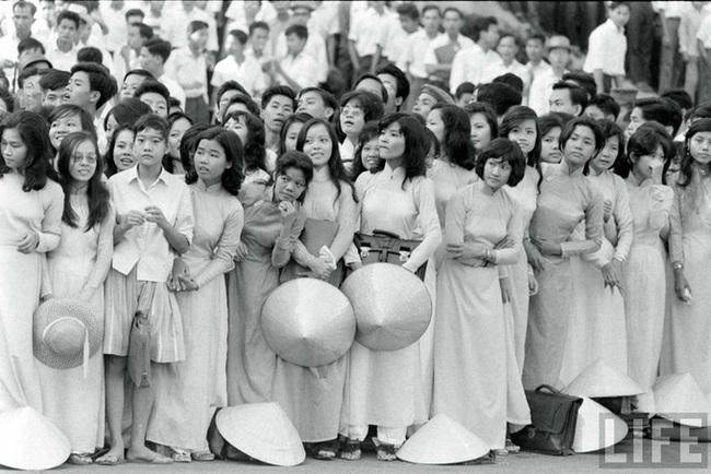 Hơn nửa thế kỷ trước, phụ nữ Sài Gòn đã mặc chất, chơi sang như thế này cơ mà! - Ảnh 32.