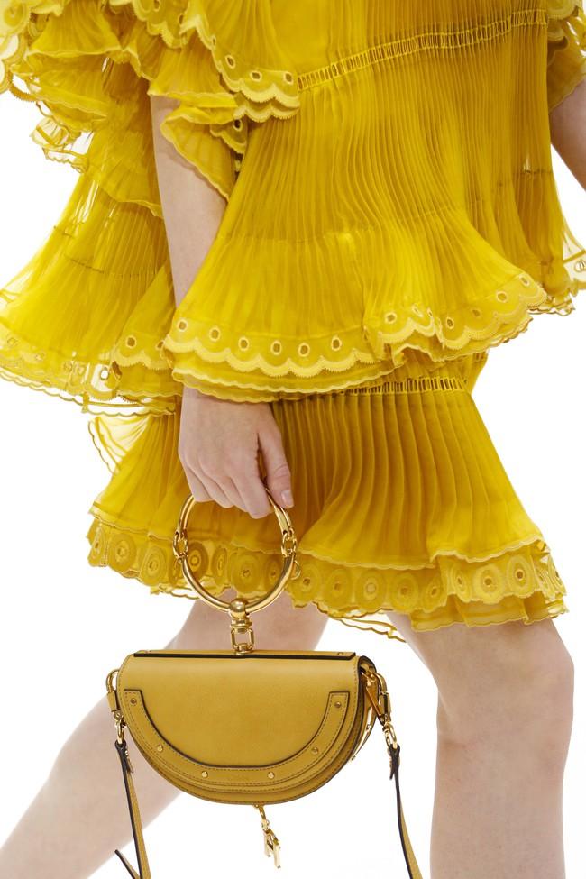 6 lý do sẽ khiến bạn bớt chần chừ mà sắm ngay một chiếc túi mini nhỏ xinh cho hè này - Ảnh 10.