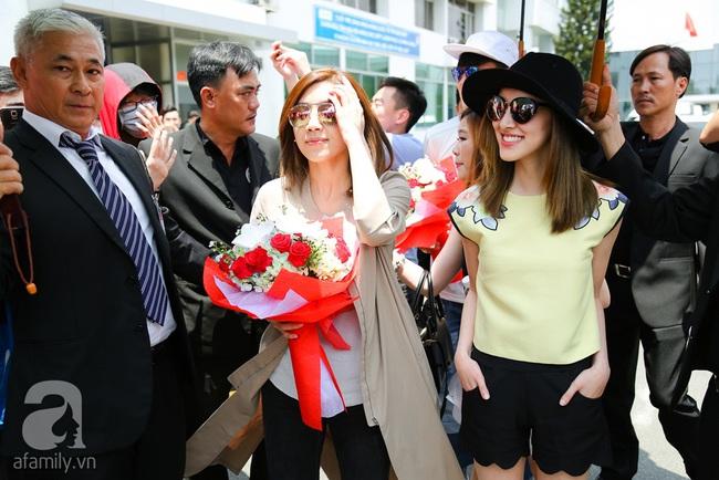 Người hâm mộ chịu đựng cái nóng như thiêu đốt để chào đón 3 ngôi sao TVB - Ảnh 8.