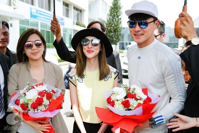 Người hâm mộ chịu đựng cái nóng như thiêu đốt để chào đón 3 ngôi sao TVB - Ảnh 2.