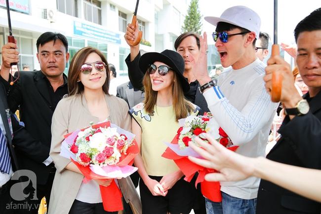 Người hâm mộ chịu đựng cái nóng như thiêu đốt để chào đón 3 ngôi sao TVB - Ảnh 4.