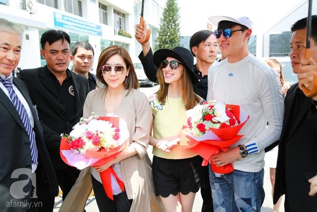 Người hâm mộ chịu đựng cái nóng như thiêu đốt để chào đón 3 ngôi sao TVB - Ảnh 10.