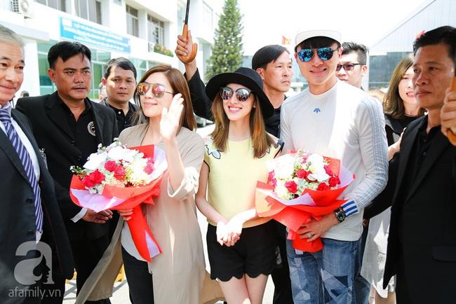 Người hâm mộ chịu đựng cái nóng như thiêu đốt để chào đón 3 ngôi sao TVB - Ảnh 3.