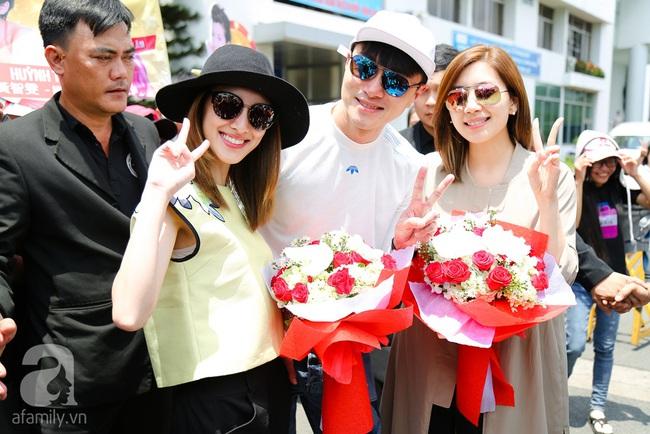 Người hâm mộ chịu đựng cái nóng như thiêu đốt để chào đón 3 ngôi sao TVB - Ảnh 9.