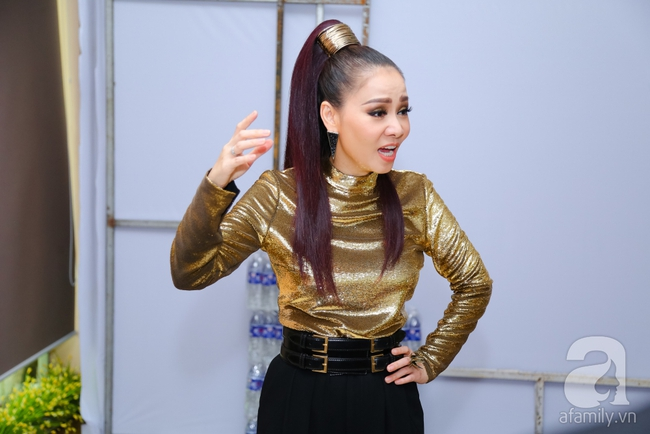 Thu Minh, Đông Nhi ăn chống đói ngay hậu trường ghi hình The Voice - Ảnh 2.