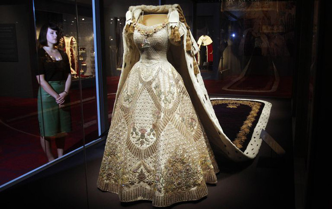 Hơn 4 tháng sau đám cưới, Meghan tiết lộ bí mật giấu bên trong chiếc váy cưới hơn 6 tỷ đồng khiến người hâm mộ lịm tim đòi học theo - Ảnh 6.