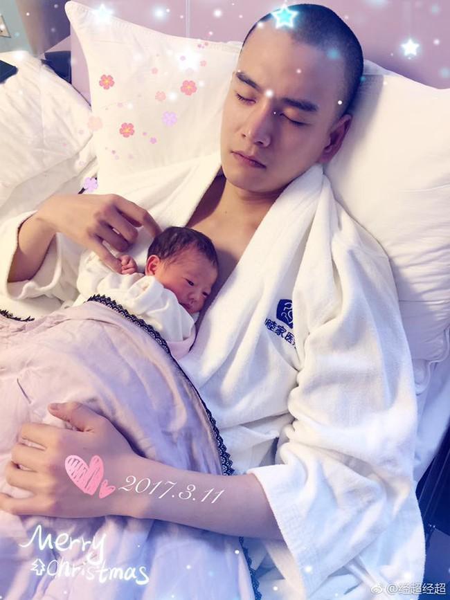 Lăng Vân Triệt Kinh Siêu: Chàng soái ca khước từ bao cô gái để kết hôn với người đẹp hơn tuổi, một đời chồng - Ảnh 9.