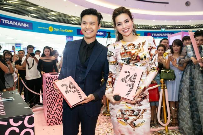 Kim Lý tháp tùng Hồ Ngọc Hà ra mắt thương hiệu làm đẹp tại Hà Nội - Ảnh 12.