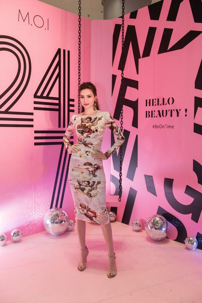 Kim Lý tháp tùng Hồ Ngọc Hà ra mắt thương hiệu làm đẹp tại Hà Nội - Ảnh 4.