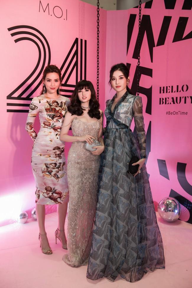 Kim Lý tháp tùng Hồ Ngọc Hà ra mắt thương hiệu làm đẹp tại Hà Nội - Ảnh 8.