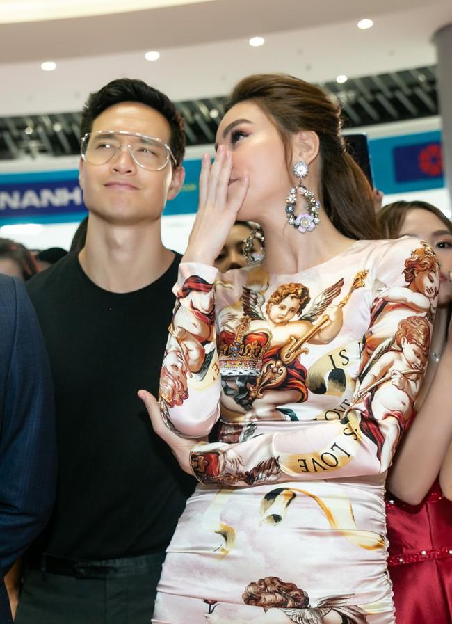 Kim Lý tháp tùng Hồ Ngọc Hà ra mắt thương hiệu làm đẹp tại Hà Nội - Ảnh 9.