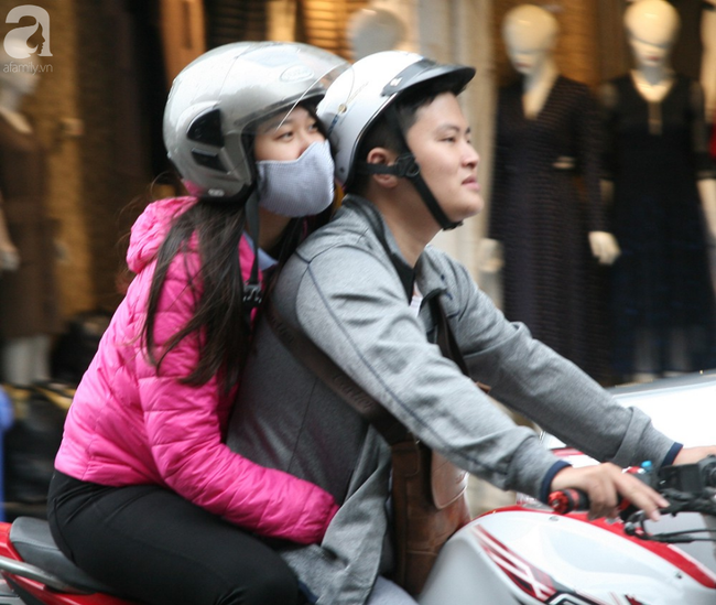 Hà Nội gió lạnh về, người dân vội vã kéo đi mua đồ mùa đông chống rét - Ảnh 16.