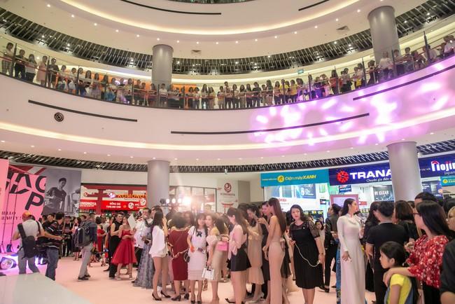 Kim Lý tháp tùng Hồ Ngọc Hà ra mắt thương hiệu làm đẹp tại Hà Nội - Ảnh 2.