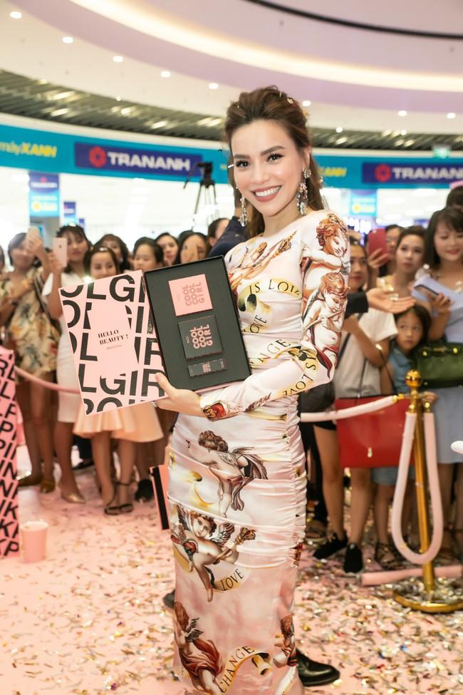 Kim Lý tháp tùng Hồ Ngọc Hà ra mắt thương hiệu làm đẹp tại Hà Nội - Ảnh 11.