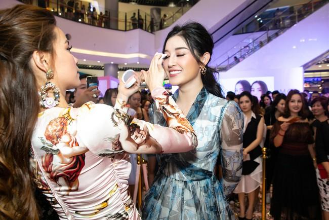 Kim Lý tháp tùng Hồ Ngọc Hà ra mắt thương hiệu làm đẹp tại Hà Nội - Ảnh 14.