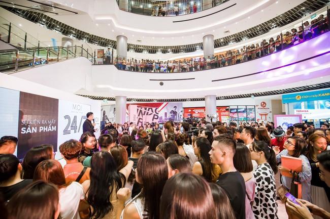 Kim Lý tháp tùng Hồ Ngọc Hà ra mắt thương hiệu làm đẹp tại Hà Nội - Ảnh 1.