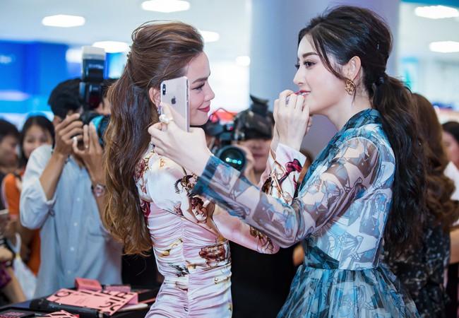 Kim Lý tháp tùng Hồ Ngọc Hà ra mắt thương hiệu làm đẹp tại Hà Nội - Ảnh 15.