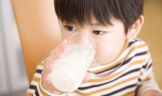 Cảnh báo: Với trẻ sơ sinh, chỉ cho uống 1 ngụm nước cũng có thể nguy hiểm tới tính mạng! - Ảnh 5.