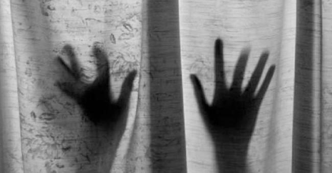Vụ án làm rung chuyển Ấn Độ: Người phụ nữ đốt vùng kín của bé trai 13 tuổi sau khi bị từ chối quan hệ - Ảnh 1.