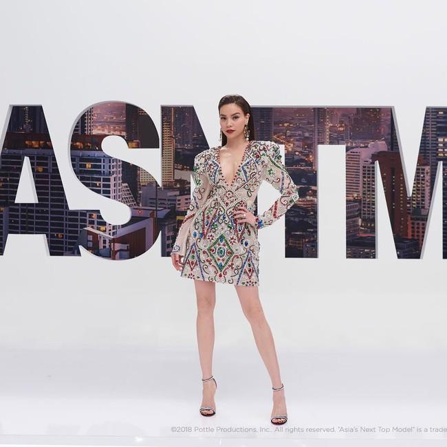 Hồ Ngọc Hà diện set đồ 130 triệu, chiếm sóng màn thử thách các thí sinh tại Asias Next Top Model  - Ảnh 10.