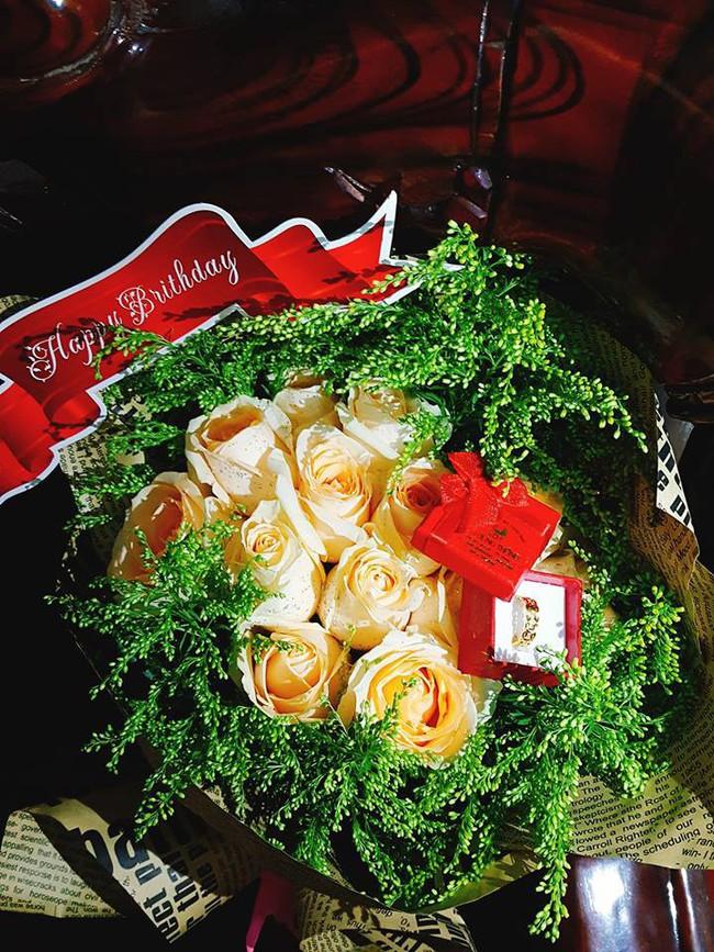 Vợ trẻ hào hứng khoe chồng tặng quà đắt tiền, nhưng chị em lại chỉ chú ý tới chiếc váy hoa mỏng tang - Ảnh 4.
