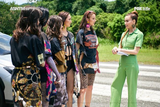 Hà Hồ cực nóng bỏng và thời trang tại Asia's Next Top Model, được khen hết lời khi nhiệt tình thị phạm thí sinh - Ảnh 8.