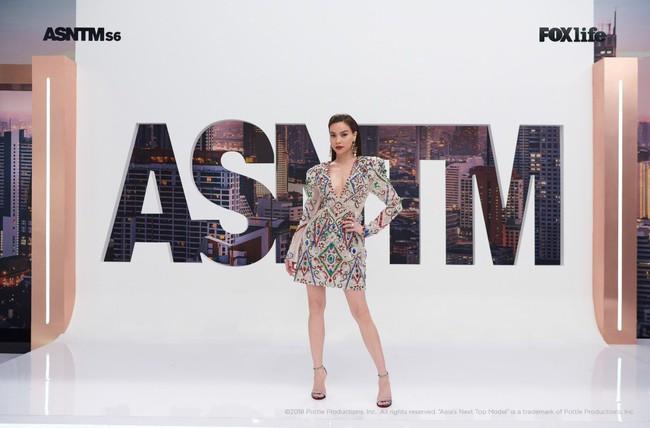 Hà Hồ cực nóng bỏng và thời trang tại Asia's Next Top Model, được khen hết lời khi nhiệt tình thị phạm thí sinh - Ảnh 10.