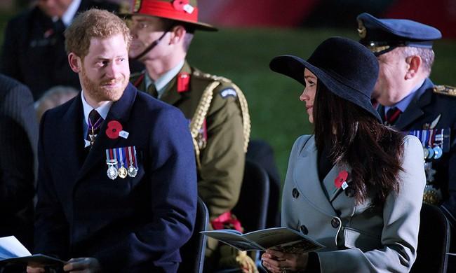 Khoảnh khắc ngọt ngào của 4 cặp đôi nổi tiếng nhất hoàng gia Anh: Hiếm khi thể hiện nhưng vẫn làm công chúng ghen tị - Ảnh 27.