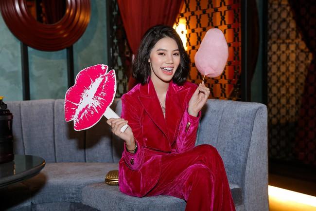 Hoa hậu con nhà giàu - Jolie Nguyễn rạng rỡ xuất hiện sau ồn ào cạch mặt Kỳ Duyên  - Ảnh 3.