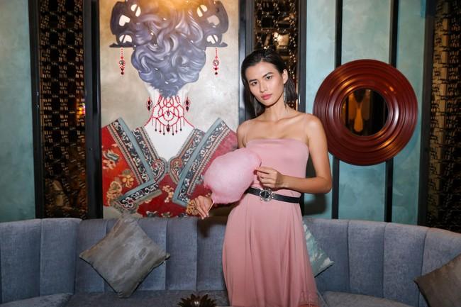 Hoa hậu con nhà giàu - Jolie Nguyễn rạng rỡ xuất hiện sau ồn ào cạch mặt Kỳ Duyên  - Ảnh 4.