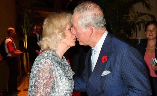 Khoảnh khắc ngọt ngào của 4 cặp đôi nổi tiếng nhất hoàng gia Anh: Hiếm khi thể hiện nhưng vẫn làm công chúng ghen tị - Ảnh 12.
