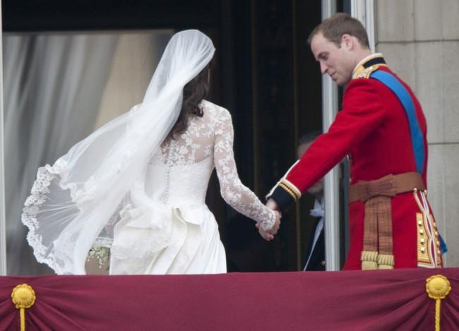 Khoảnh khắc ngọt ngào của 4 cặp đôi nổi tiếng nhất hoàng gia Anh: Hiếm khi thể hiện nhưng vẫn làm công chúng ghen tị - Ảnh 18.