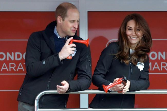Khoảnh khắc ngọt ngào của 4 cặp đôi nổi tiếng nhất hoàng gia Anh: Hiếm khi thể hiện nhưng vẫn làm công chúng ghen tị - Ảnh 20.