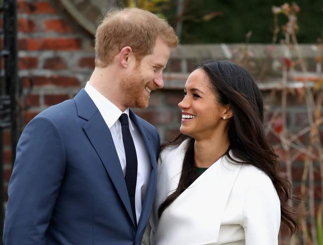 Khoảnh khắc ngọt ngào của 4 cặp đôi nổi tiếng nhất hoàng gia Anh: Hiếm khi thể hiện nhưng vẫn làm công chúng ghen tị - Ảnh 24.