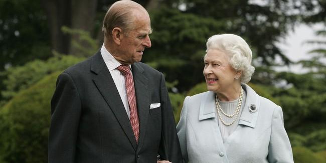 Khoảnh khắc ngọt ngào của 4 cặp đôi nổi tiếng nhất hoàng gia Anh: Hiếm khi thể hiện nhưng vẫn làm công chúng ghen tị - Ảnh 5.
