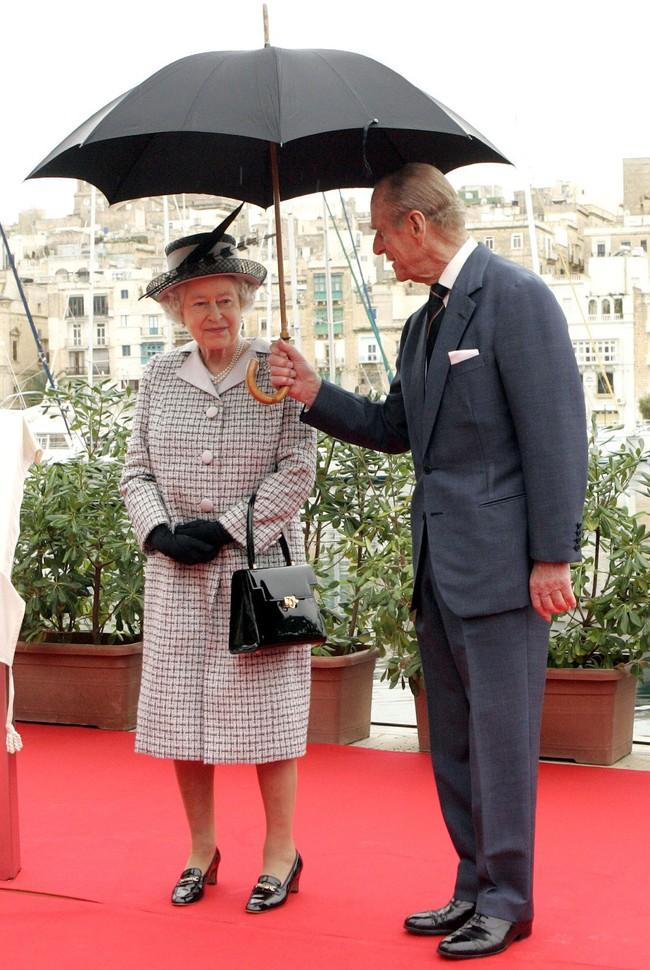 Khoảnh khắc ngọt ngào của 4 cặp đôi nổi tiếng nhất hoàng gia Anh: Hiếm khi thể hiện nhưng vẫn làm công chúng ghen tị - Ảnh 6.