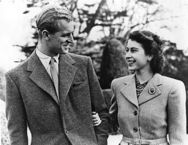 Khoảnh khắc ngọt ngào của 4 cặp đôi nổi tiếng nhất hoàng gia Anh: Hiếm khi thể hiện nhưng vẫn làm công chúng ghen tị - Ảnh 2.