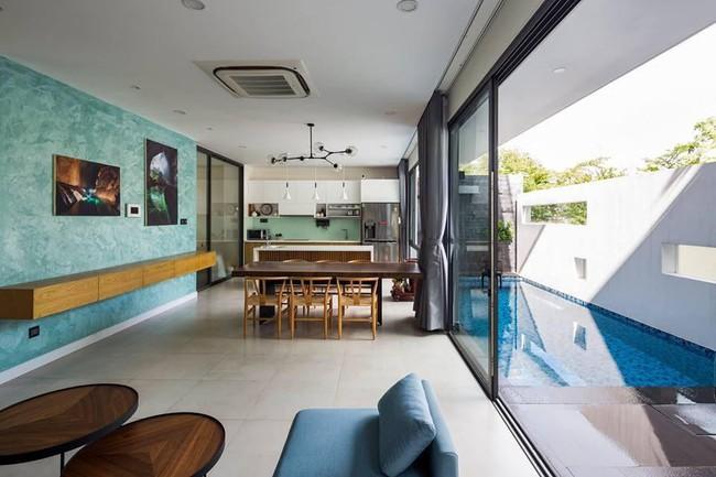Ngôi nhà có tầm nhìn thẳng ra sông Sài Gòn với thiết kế mộc mạc nhưng sự tiện nghi thì không chê vào đâu được - Ảnh 3.
