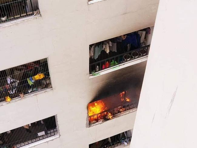 Cháy trong căn hộ chung cư HH Linh Đàm, Hà Nội - Ảnh 2.