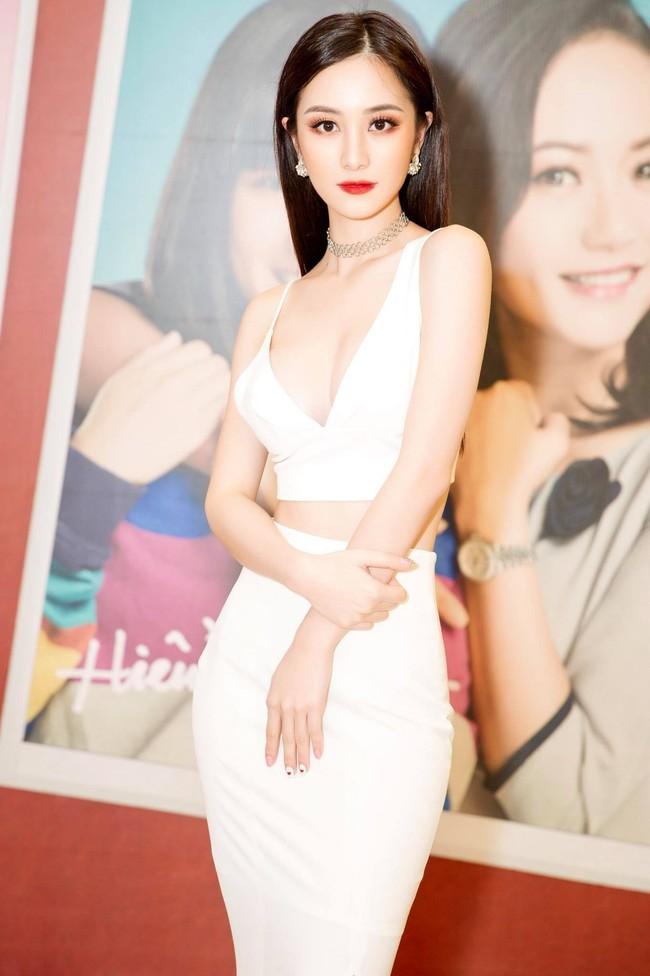 Với tần suất hở bạo đều thế này, Jun Vũ có khi sắp vượt mặt các đàn chị để thành sexy queen của showbiz rồi - Ảnh 1.