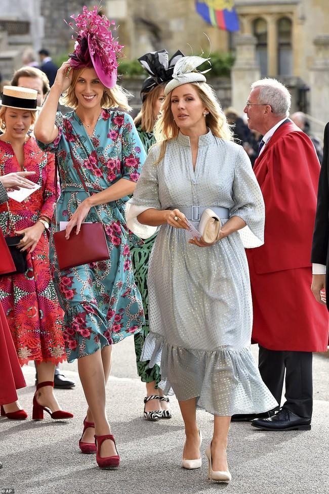 Đám cưới Công chúa Eugenie: Cara Delevingne chơi trội diện đồ nam, làm lu mờ cả Công nương Kate và Meghan - Ảnh 8.