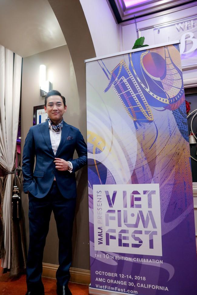 Hứa Vĩ Văn chuẩn nam thần, thu hút sự chú ý trước thềm Viet Film Fest 2018 - Ảnh 4.