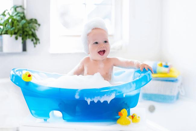 Sai lầm của cha mẹ khi tắm cho trẻ có thể đẩy con vào tình thế nguy hiểm - Ảnh 4.
