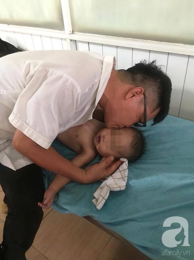 TP. HCM: Mẹ bận bán rau trước nhà, con trai 19 tháng tuổi chúi đầu vào thùng nước ngưng tim - Ảnh 3.