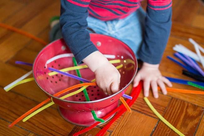 Cuối tuần mà không thể ra ngoài, vẫn còn hàng chục trò chơi trong nhà thú vị khiến bé bận rộn không phút chán - Ảnh 13.