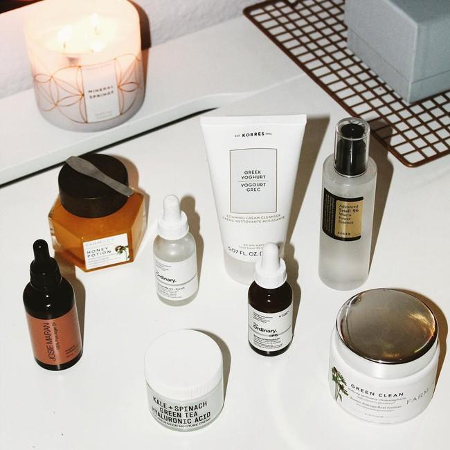 Chỉ cần có thêm các thành phần này trong mỹ phẩm, da bạn có sần sùi do mụn cũng nhanh chóng láng mịn - Ảnh 2.