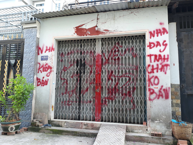 Xác định danh tính nhóm giang hồ khủng bố gia đình nữ giáo viên tiểu học ở Sài Gòn - Ảnh 1.